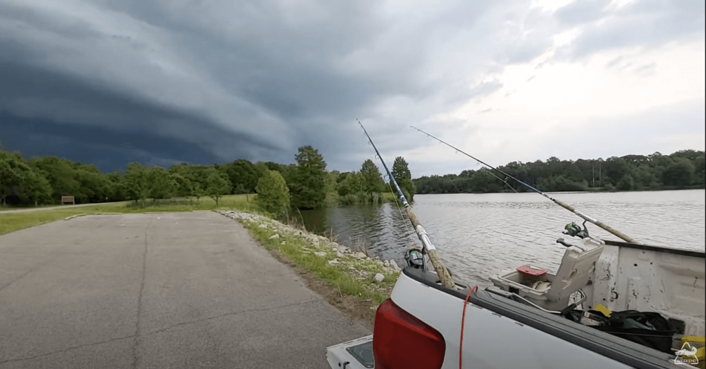 Screenshot of the video posted on YouTube by The Weekend Angler illustrating a cold front arriving on his fishing spot. the weekend angler - storm cats? bank fishing ahead of a cold front The Weekend Angler – Storm Cats? Bank Fishing Ahead Of A Cold Front Screen Shot 2021 06 01 at 6